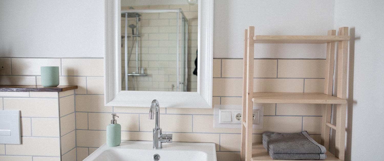Badezimmer Waschbecken | Lytte Hytte | Ferienhaus Wingst