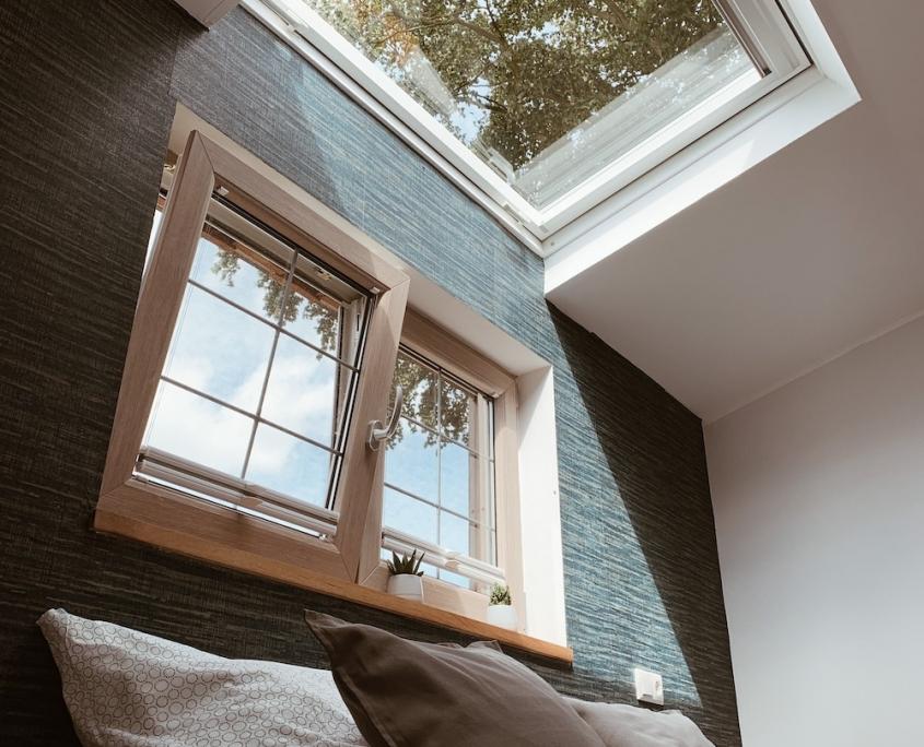 Dachfenster über Bett | Lytte Hytte | Ferienhaus Wingst