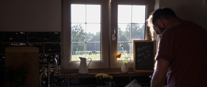 Kochen mit Ausblick | Lytte Hytte | Ferienhaus Wingst